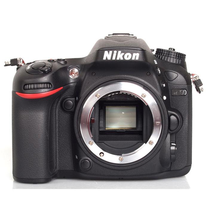 Nikon D7100 BodyVBA360AEПроизводительная 24,1-мегапиксельная фотокамера Nikon D7100 формата DX позволит любителям фотосъемки создавать незабываемые динамичные фотографии. Эта многофункциональная, чрезвычайно легкая и компактная модель, заключенная в прочный корпус, позволяет расширить возможности фотосъемки. Благодаря 51-точечной системе АФ фотокамеры Nikon D7100 Вы можете воплощать в жизнь свое творческое видение на профессиональном уровне и при этом получать превосходные фотографии с высоким уровнем детализации, а также четкие и резкие видеоролики в формате Full HD. Расширенные возможности для получения изображений превосходного качества: Фотокамера Nikon D7100 оснащена множеством различных функций, благодаря которым перед Вами открываются неограниченные возможности для съемки, а также достигается невиданное ранее качество изображений. Мощная КМОП-матрица формата DX с разрешением 24,1 мегапикселя гарантирует получение резких и детализированных изображений. За счет того,...
