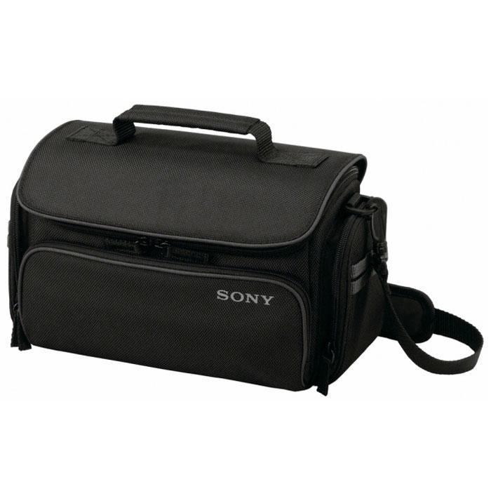 Sony мягкий кейс LCS-U30, BlackLCSU30B.SYHУдобный и вместительный чехол Sony U30 для хранения компактных видеокамер, DSLR-камер и аксессуаров в пути или дома. Внутренняя перегородка создает отсеки для различных компонентов, а также обеспечивает дополнительную защиту для камеры/видеокамеры, запасных объективов и аксессуаров. В чехол можно поместить видеокамеру или камеру DSLR с прикрепленными к ней объективами, аккумулятор, зарядное устройство, фильтр, кабели, пульт ДУ, микрофон и запасной объектив.