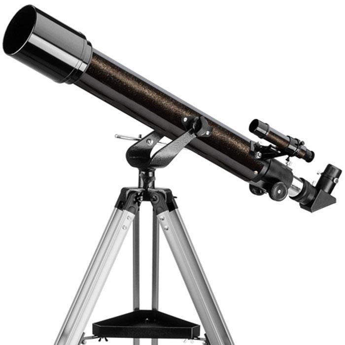 Levenhuk Skyline 70х700 AZ телескоп24295Levenhuk Skyline 70х700 AZ – линзовый телескоп (рефрактор), дающий контрастное и четкое изображение с минимальным уровнем хроматической аберрации. Объектив телескопа отрегулирован производителем и не требует регулировки перед наблюдениями или специального обслуживания. Такой телескоп будет хорошим подарком для всех, кто хочет развить интерес к астрономии, перейдя к самостоятельным наблюдениям – его размеры и вес достаточно невелики, чтобы расположить его в любом удобном для наблюдений месте. Телескоп покажет горы и кратеры на Луне, фазы Венеры, диск Юпитера с облачными полосами и его 4 спутника, кольца Сатурна и Титан, множество двойных звезд и звездных скоплений, а также яркие туманности и галактики. Кроме этого, телескоп можно использовать для наблюдений наземных объектов или живой природы, там, где не имеет значения «зеркальность» изображения. Ахроматический объектив телескопа имеет просветляющее покрытие, которое обеспечивает максимальное светопропускание. Прочная и...