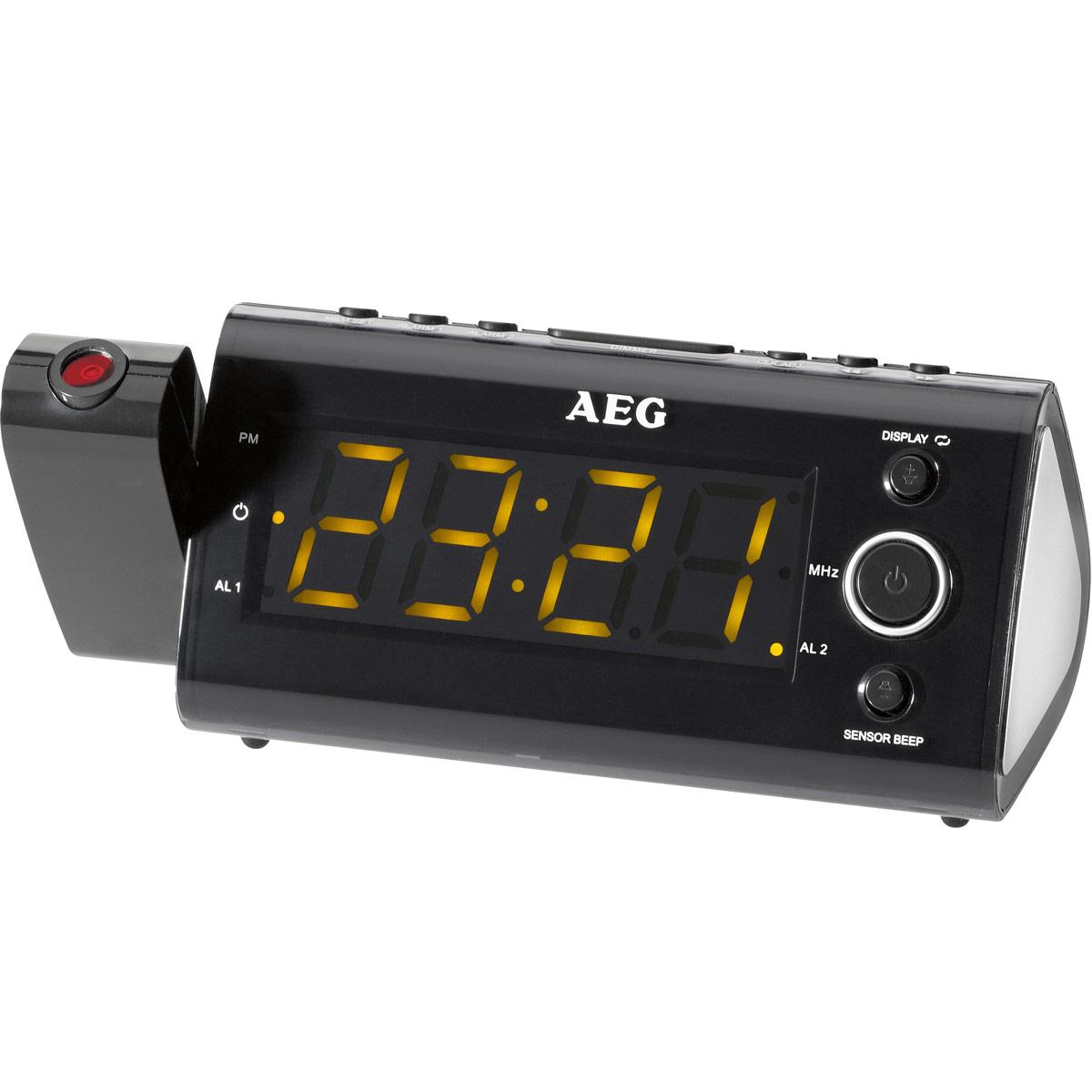 AEG MRC 4121 P Sensor, Black радиочасыMRC 4121 P schwarzРадиобудильник AEG MRC 4121 P с интегрированным инфракрасным датчиком. С помощью интегрированного инфракрасного датчика можно управлять такими функциями, как таймер автоматического отключения, спящий режим, смена индикации температуры в помещении, будильника, времени и радиочастоты путем простого взмаха над датчиком. Индикация даты Индикация температуры и часов Поворотный проектор 180° с возможностью фокусировки Светодиодный дисплей размером около 11 см, с оранжевой подсветкой Интегрированный инфракрасный датчик для бесконтактного управления Цифровая индикация частоты настройки, 10 ячеек памяти для запоминания радиостанций, дипольная антенна Резервное питание для часов при отключении питания сети Резервное питание для часов: часовая батарея CR 2032 (батарея в комплект поставки не входит)