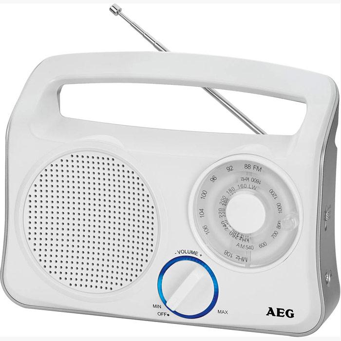 AEG TR 4131, White Silver портативный радиоприемникTR 4131 schwarz-silberТранзисторный радиоприемник от компании AEG с широкополосным динамиком, телескопической антенной и кольцом с голубой подсветкой. Телескопическая антенна 3-полосный приемник (FM/MW/LW) Голубая подсветка ручки управления Батареи: 4 х 1,5В (UM2, тип C)