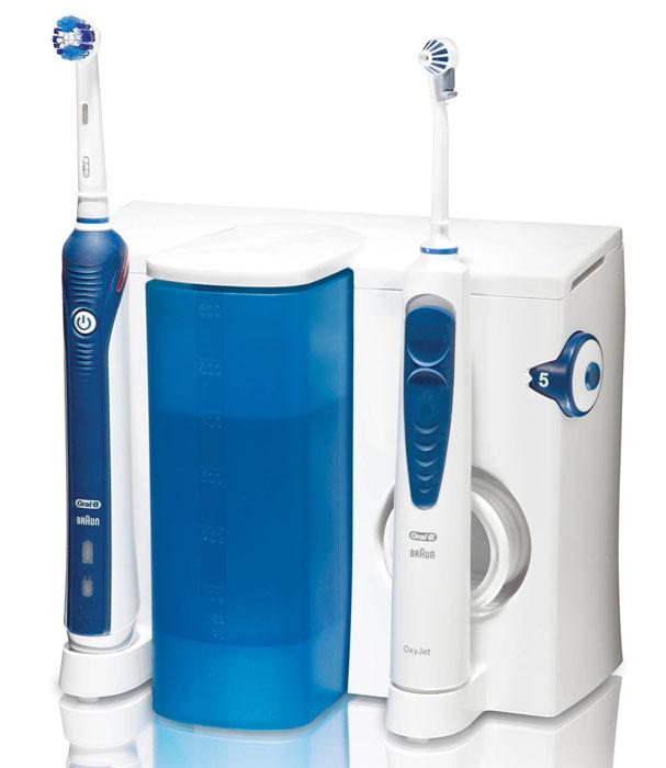 Oral-B Professional Care OxyJet OC-20.535.3Х зубной центр4210201377818Во время чистки Oral-B Professional Care OxyJet 3000 совершает 40000 пульсаций и 8800 возвратно-вращательных движений в минуту . Пульсирующие движения разрыхляют зубной налёт, а возвратно-вращательные движения удаляют налёт и массируют дёсны, укрепляя их. Ирригатор OxyJet обогащает воду микропузырьками, образованными из очищенного воздуха, обеспечивая:исключительное удаление бактериального налета и остатков пищи из труднодоступных участков полости рта, массаж дёсен и профилактику их заболеваний. В комплект входят 3 насадки: Насадка Precision Clean для тщательной чистки Насадка 3D White для восстановления естественной белизны зубов Насадка Power Tip для глубокой чистки промежутков между зубами, коронками, мостами, имплантами