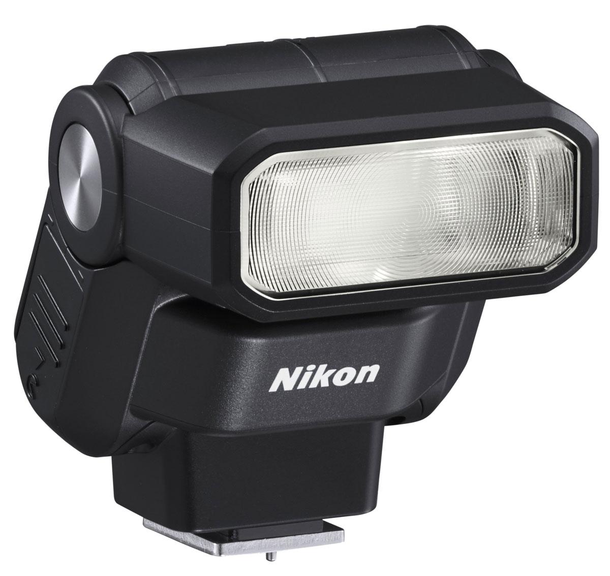 Nikon Speedlight SB-300 фотовспышкаFSA04101Простая в эксплуатации универсальная вспышка Nikon Speedlight SB-300 совместима с цифровыми зеркальными фотокамерами Nikon и фотокамерами линейки COOLPIX, которые оснащены башмаком для принадлежностей. Эта компактная и легкая внешняя вспышка идеально подойдет начинающим фотографам: она представляет собой удобный инструмент, дающий возможность контролировать качество и направление света для создания креативных снимков с хорошей освещенностью. Вспышка легко крепится к башмаку для принадлежностей фотокамеры; ее можно поднимать вверх под углом до 120°. Для рассеивания или смягчения потока света можно использовать отражение вспышки от потолка. Вспышка поможет придать дополнительную яркость изображениям, создаваемым при дневном свете, получить более качественные снимки при съемке в сумерках, а также проработать детали объектов при съемке в сложных условиях, когда объекты освещены сзади.