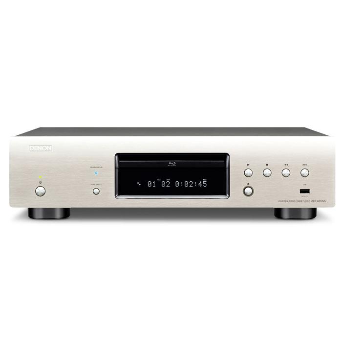 Denon DBT-3313, Siver Blu-Ray проигрыватель4582116367568Будучи топовым в нашем ассортименте продукции, данный плеер воспроизводит диски Blu-Ray, DVD, Super Audio CD, CD, а также сетевой контент, обеспечивая беспрецедентное качество и невероятное разнообразие. Имея в своем активе уникальную технологию Denon Link HD для максимального снижения джиттера, данный проигрыватель превосходно сочетается с нашими новыми AV-ресиверами, такими как AVR-3313 и AVR-4520 – однако он завоюет Ваше сердце так же легко в сочетании с любыми другими устройствами, которые Вы собираетесь к нему подключить. Помимо своих широких возможностей по воспроизведению различных форматов дисков, он так же поддерживает воспроизведение потокового видео в реальном времени с таких сервисов, как YouTube или Netflix. Все это будет воспроизводиться с исключительно высоким качеством звука и изображения. Его невероятное разнообразие форматов воспроизведения и качество будет так же усилено наличием двойного выхода HDMI, подключение по которому или разделит аудио- и...