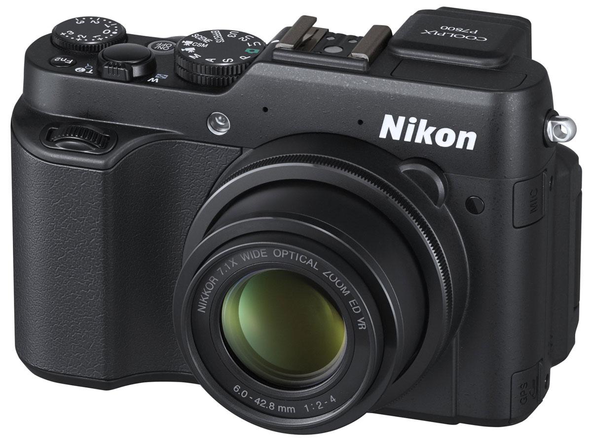 Nikon Coolpix P7800, Black цифровая фотокамераVNA670E1Высокопроизводительная фотокамера Nikon Coolpix P7800 оснащена встроенным электронным видоискателем, светосильным и универсальным 7-кратным оптическим зумом (28-200 мм), большой КМОП-матрицей с обратной подсветкой и разрешением 12 мегапикселей, а также ярким экраном с диагональю 7,5 см и переменным углом наклона, а благодаря небольшому размеру ее удобно повсюду носить с собой. Объектив NIKKOR с 7-кратным оптическим зумом: Светосильный объектив NIKKOR с высоким разрешением и 7-кратным оптическим зумом (28-200 мм) оснащен семилепестковой ирисовой диафрагмой для создания великолепного смазывания фона при максимальной диафрагме f/2,0-4,0. 12-мегапиксельная КМОП-матрица с обратной подсветкой: Большая чувствительная матрица (1/1,7 дюйма) обеспечивает существенное понижение шума, повышая детализацию изображения при недостаточном освещении и дополнительно увеличивая быстродействие. Встроенный электронный видоискатель: Видоискатель с...