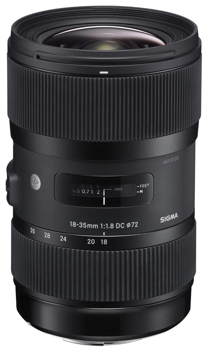 Sigma AF 18-35mm F1,8 DC HSM, Canon объективSi210954Зум-объектив Sigma AF 18-35mm F1.8 DC HSM является первым в ряду неполнокадровых объективов с максимальной диафрагмой F1.8, а также признан самым светосильным в линейке. Благодаря этим особенностям получаемые изображения в формате APS-C сопоставимы с полнокадровыми снимками, сделанными объективом с фокусным расстоянием 28-56 мм и максимальной диафрагмой F2.8. Специалисты отмечают, что полученные снимки отличаются высоким качеством изображения при любом фокусном расстоянии как в центре кадра, так и на периферии. При этом хроматические аберрации и астигматизм сведены к минимуму. Диафрагма с девятью лепестками и максимальным значением F16 также является неоспоримым плюсом. Единственное слабое место данного объектива – неидеальная устойчивость к яркому контровому свету – компенсируется тем, что в комплект входит лепестковая бленда. Все эти особенности делают модель Sigma AF 18-35mm F1.8 DC HSM универсальной для работы практически с любой натурой, будь то пейзаж,...