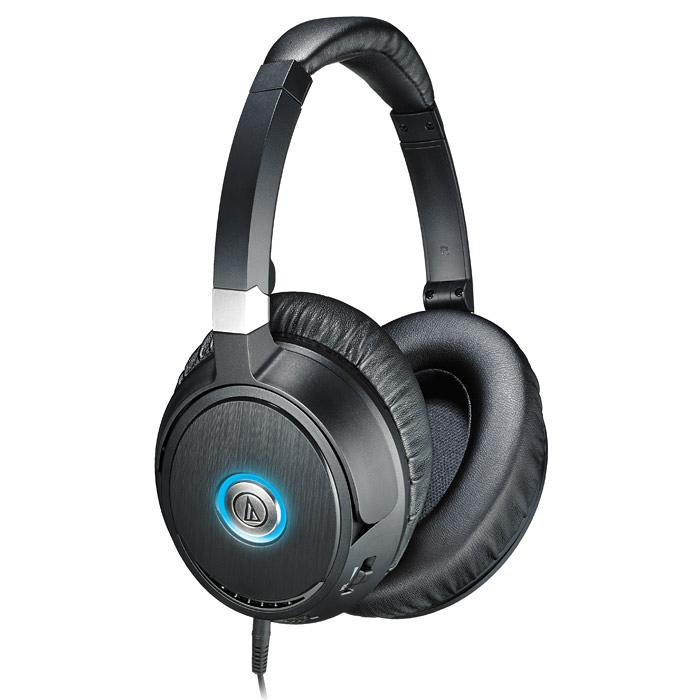 Audio-Technica ATH-ANC7015116865Закрытые наушники Audio-Technica ANC70 идеальны для путешествий – встроенная система активного шумоподавления обеспечит защиту от внешних шумов в дороге, снизив их уровень на 90%! При этом устройство может работать также и в режиме пассивной шумоизоляции. Наушники имеют разъём для аудио-шнуров, которые можно заменять. С помощью шнура, оснащённого микрофоном, ANC70 превращаются в гарнитуру, работающую в паре с телефонами и смартфонами. Такой шнур идёт в комплекте к устройству, он также имеет пульт управления для регулировки громкости музыки и ответа на звонки. ANC70 идеальны для использования в шумных помещения и транспорте. Поворотные чашки излучателей и мягкие амбушюры обеспечивают комфортное прослушивание в течение длительного времени. Теперь ничто не сможет отвлечь вас от любимой музыки!