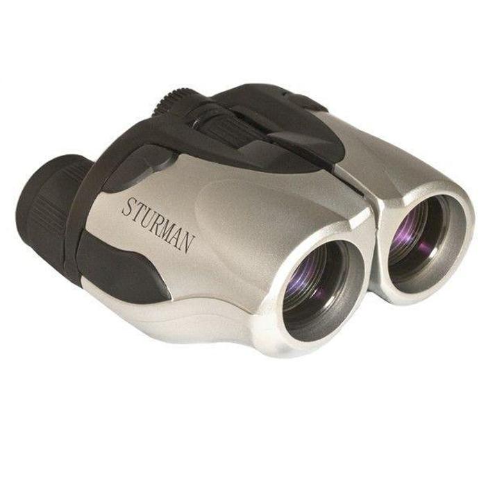 Sturman 8-25x25 бинокль2013Среди всех типов биноклей особенно сложными по конструкции, но в то же время универсальными можно назвать панкратические бинокли, один из них - STURMAN 8-25x25. Его удобство и функциональность проявляются в возможности регулировки кратности увеличения особым рычажком на корпусе, при этом изменяются также светосила бинокля и поле зрения. Таким образом, наблюдатель может эффективно управлять биноклем, меняя его параметры в зависимости от цели и условий наблюдения. Бинокли STURMAN отличает высокое качество исполнения, которое сочетается с доступной ценой. Бинокли этой марки подходят для всех возможных ситуаций, когда требуется приблизить и детально рассмотреть удаленные объекты. Такой бинокль можно взять на рыбалку, охоту, на пикник, да и на обычную пешую прогулку по городу. Бинокль STURMAN всегда приятно держать в руках - обрезиненный корпус не скользит в руках. Это покрытие имеет и защитные функции, предохраняя конструкцию от повреждения от ударов. Ряд моделей имеет...