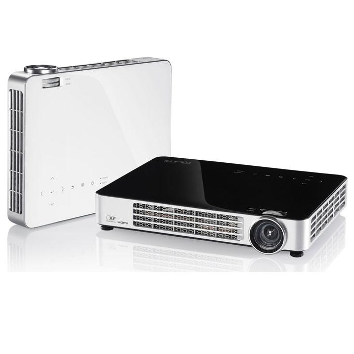 Vivitek Qumi Q7, Black мультимедийный LED-проекторQ7-BKНесмотря на компактные размеры, сопоставимые с габаритами обычного планшета, - 24 x 18 x 4 см, и небольшой вес - 1,4 кг., проектор Qumi Q7 обладает впечатляющими, для устройств своего класса техническими характеристиками: яркость 800 ANSI люмен, контрастность 30 000:1. Qumi Q7 воспроизводит HD изображение диагональю до 107 (~ 2,5 метра) в диапазоне проекционных расстояний 0,8 - 3 метра. В отличие от младших моделей Q2 и Q5 у него есть оптический зум 1.1. Q7 - это не просто проектор, а настоящий мультимедийный комплекс, оснащенный встроенным мультимедийным плеером для воспроизведения аудио, видео файлов и изображений, а также поддержкой просмотра документов Microsoft Office, Adobe PDF. Подключив к проектору мышь и клавиатуру, пользователь получает возможность путешествовать по интернету без использования компьютера, используя встроенный веб-браузер. Проекционная система: 0.45 DMD DLP Technology от Texas Instruments Проекционное отношение: 1.30 - 1.43:1...