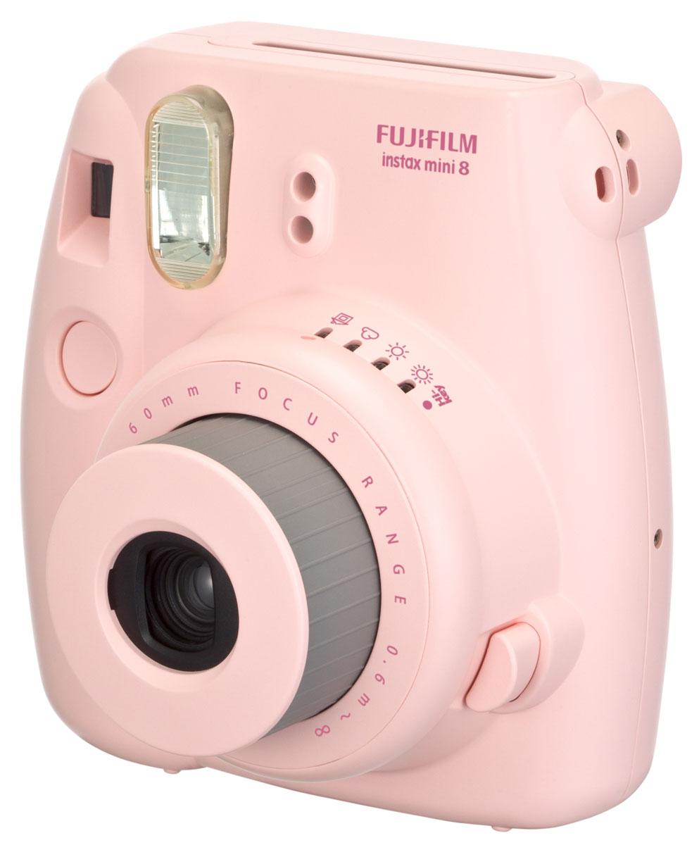 Fujifilm Instax Mini 8, Pink фотоаппарат16273166Камера с технологией моментальной печати Fujifilm INSTAX Mini 8 позволяет печатать фотографии размера визитной карточки сразу после съемки. Обладая теми же конструктивными и эксплуатационными характеристиками, что и INSTAX mini 7S, INSTAX mini 8 примерно на 10% меньше mini 7S по объему корпуса. Процесс кадрирования стал проще благодаря видоискателю, который передает четкую картинку в реальном времени (даже при съемке под углом) и отличается более наглядной центральной меткой. К функциям съемки добавлен режим High-key - повышение диафрагмы на 2/3 ступени. Чтобы сделать фотографию с яркими и мягкими цветами, которые так полюбились девушкам, достаточно прокрутить диск в режим High-key. С момента своего выхода в свет в 1998 году камера INSTAX mini стала очень популярной благодаря простому управлению, остроумному дизайну и удивительному качеству снимков. Судя по тому, насколько распространен в наше время обмен цифровыми фотографиями, способов...