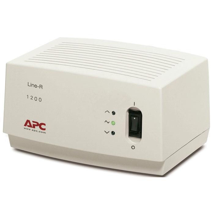APC LE1200-RS Line-R 1200VA стабилизатор напряжения с евророзеткамиLE1200-RSСтабилизатор напряжения APC LE1200-RS Line-R 1200VA с выходной мощностью 1200 ВA содержит выходные соединения 3 x CEE 7 Schuko, оснащён двухметровым силовым кабелем.