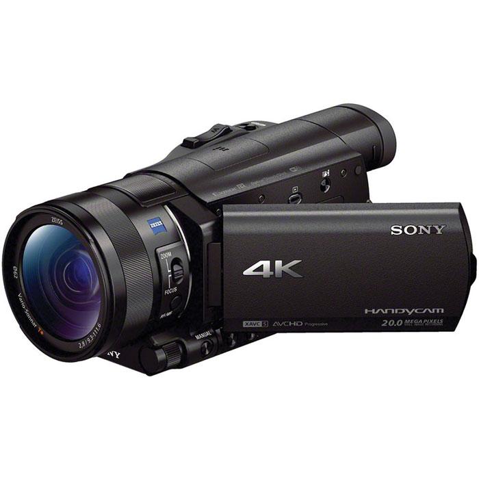 Sony FDR-AX100E 4K, Black цифровая видеокамераFDRAX100EB.CEEКамера Sony FDR-AX100 поддерживает разрешение 4K (3840 x 2160) - формат, разрешение которого в четыре раза больше, чем у Full HD. Благодаря этому становится возможным запечатление мельчайших деталей для непревзойденной реалистичности. Широкоугольный объектив ZEISS Vario-Sonnar T* 29 мм: Объектив ZEISS оптимизирован для съемки в 4K. Идеально подходит для роскошных пейзажей, оснащен 12- кратным оптическим зумом и 24-кратным зумом Clear Image для широких возможностей самовыражения. Резкость сохраняется даже по краям кадра благодаря группам элементов 11/17 и асферическим и низкодисперсионным линзам. Матрица Exmor R CMOS: Видеокамера FDR-AX100 оснащена большой матрицей Exmor R CMOS со светочувствительным элементом площадью примерно в 4,9 раз больше, чем у матриц типа 1/2.88. Новая матрица для большей четкости, снижения шума даже в условиях низкой освещенности и дополнительной выразительности изображений благодаря эффекту размытия фона. ...