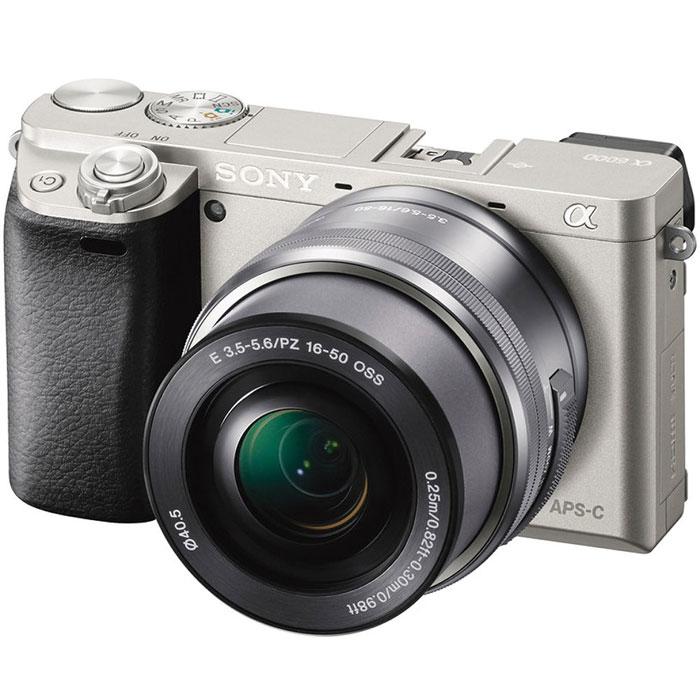 Sony Alpha A6000 Kit 16-50 mm, Silver цифровая фотокамераILCE6000LS.CECSony Alpha A6000 - фотокамера со сменными объективами объединяет в себе сильные стороны фазового и контрастного автофокуса. Технология 4D FOCUS обеспечивает непревзойденную работу системы автофокуса в четырех измерениях: широкая зона охвата (2 измерения по горизонтали и вертикали), скорость работы автофокуса (3-е измерение, глубина) и следящий автофокус с упреждением (4-е измерение, время). Система автофокуса камеры A6000 работает быстрее, чем на цифровых зеркальных камерах, а потому вы не упустите ни единого момента. Теперь вы также можете подобрать цвет камеры под свой индивидуальный стиль. Скорость 0,06 секунды гарантирует получение идеальных снимков в любых условиях: на семейных событиях, спортивных мероприятиях или на природе. Качественная матрица Секрет очень прост — чем крупнее матрица, тем крупнее формат изображения. Камера ?6000 превосходит многие модели в своей категории: матрица типа APS-C в 1,6 раза крупнее матриц типа 4/3 и в...