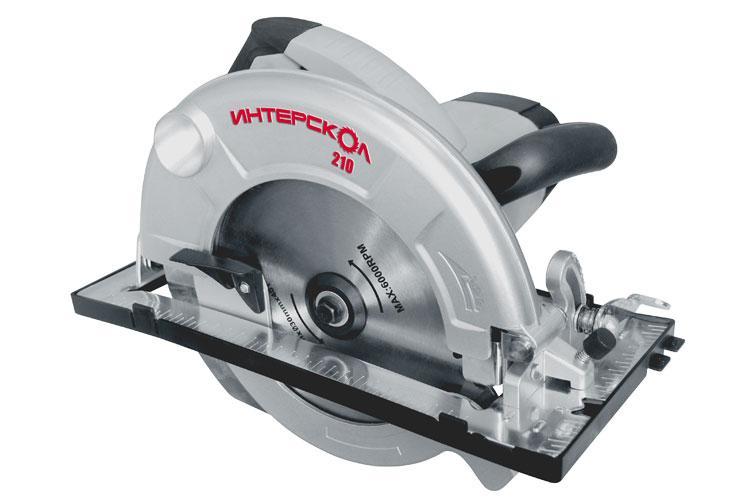Пила дисковая Интерскол ДП-210/1900МДП-210/1900МДисковая пила ДП-210/1900M Семейство однотипных дисковых пил, которое объединяют общие качества: современный дизайн, эргономичная форма и облегченная компактная конструкция. Друг от друга инструменты отличаются диаметром пильного диска, мощностью мотора и массо-габаритными параметрами. Можно сказать, что пилы имеют разумно-достаточную конструкцию, благодаря чему доступны по цене и привлекательны по техническим параметрам. Для подавляющего числа мастеров-любителей любая из этих пил может стать оптимальным выбором, если правильно учесть глубину реза и характер работ. Так, ДП-210/1900M имеет глубину распиловки 75 мм, что достаточно для работы с целым набором разнообразных материалов: брус, доска пола, паркет, ламинат, рейка для обрешетки, вагонка, фанера, мебельные панели, столешницы и так далее. Иными словами, ДП-210/1900M будет уместна при строительстве террасы, при кровельных работах, при отделке помещений, при изготовлении мебели и везде, где нужна юркая пила, которая всегда...