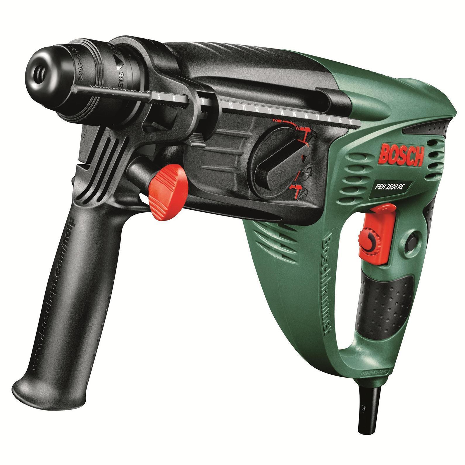 Bosch PBH 3000 FRE перфоратор (0603393220)PBH 3000 FREДомашний помощник Производитель ручного инструмента Bosch для использования как в быту, так и на производстве. Перфоратор предназначен для создания отверстий в металле, в дереве и других твердых материалах. В режиме «сверление с ударом» или «долбление» инструмент способен продолбить отверстие в бетоне, кирпиче, керамике. Отличная производительность При относительно не сложных видах работ, а также при эксплуатации инструмента на высоте вам необходим сравнительно легкий и производительный перфоратор. Именно таким является от производителя Bosch. Весом 3 кг, он снабжен мощным двигателем 750 Вт и длинным сетевым кабелем 3 м. Модель имеет функцию удара с энергией 2.8 Дж, частотой 4000 уд/мин., что делает его отличным «убийцей» бетона и кирпича. Долбить или сверлить Самым популярным режимом большинства перфораторов является режим «сверления с ударом», при котором рабочая оснастка получает одновременно...