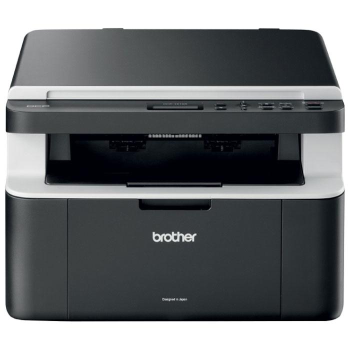 Brother DCP1512 (DCP1512R1) МФУDCP1512R1МФУ Brother DCP-1512 сочетает в себе лазерный принтер, копировальный аппарат и цветной планшетный сканер. Компактное устройство с высокой скоростью печати предназначено для использования в небольших или домашних офисах с целью экономии рабочего пространства. Предоставляет широкий спектр функций по разумной цене. Помимо основных функций, имеется возможность сканирования документов в программу электронной почты, в виде изображения или в файл (требуется программное обеспечение, входящее в комплект поставки устройства), а также копирования 2 или 4 страниц в уменьшенном виде на один лист формата А4.