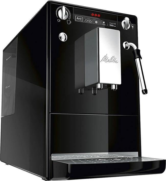Melitta Caffeo Solo&Milk E953-101, Black кофемашинаCaffeo Solo&milk BlackАвтоматическая кофемашина Caffeo Solo&milk компании Melitta для приготовления кофейных напитков из зернового или молотого кофе. Функциональна, обладает повышенной работоспособностью. Оснащена капучинатором Panarello, который дает порцию горячей воды, подогреввает и вспенивает молоко. Съемный заварной механизм имеет функцию предварительного смачивания, благодаря чему раскрывается полностью вкус и аромат кофе. Строгость и компактность Melitta E 953 является одной из самых маленьких кофемашин в мире. И тем не менее, этого вполне достаточно для высоких технологий Melitta и чистого наслаждения кофе. Индивидуальные настройки приготовления кофе Наслаждение без компромиссов: вы выбираете крепость и температуру своего кофе. Кроме того, одним поворотом регулятора вы также программируете количество кофе в соответствии с размером чашки. Специальная система предварительного заваривания кофе Для того, чтобы вы получили максимальное удовольствие, Melitta E...