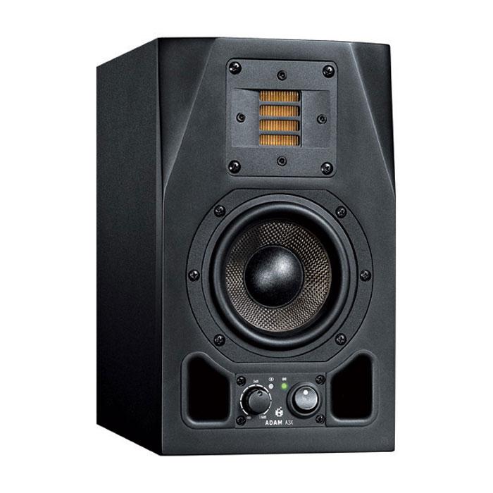 ADAM A3X мониторная акустика (1 шт.)MCI44984ADAM A3X - один из самых маленьких студийных мониторов с максимально качественным звуком. Студийный монитор ближнего поля имеет X-ART твитер для высоких частот, что дает возможность не зависимо не от чего получать первоклассный профессиональный звук, которым так славятся продукты ADAM Audio. Технология StereoLink- представляет собой пару дополнительный RCA разъемов с которых снимается дополнительный стерео сигнал. Он проходит на прямую, то есть управлять уровнем сигнала в паре студийных мониторов можно поворачивая один из регуляторов на одном мониторе. Особенности: 4,5 драйвер с диафрагмой из углеродного волокна, чрезвычайно легкий материал, но обладающий необходимой жесткостью для того что бы справляется на отлично со звукопередачей 2 встроенных 25 Вт усилителя по усилителю на каждый динамик Регуляторы громкости на лицевой панели Светодиодная индикация питания По 2 фазоинвертора на передней панели Выключатель питания на...