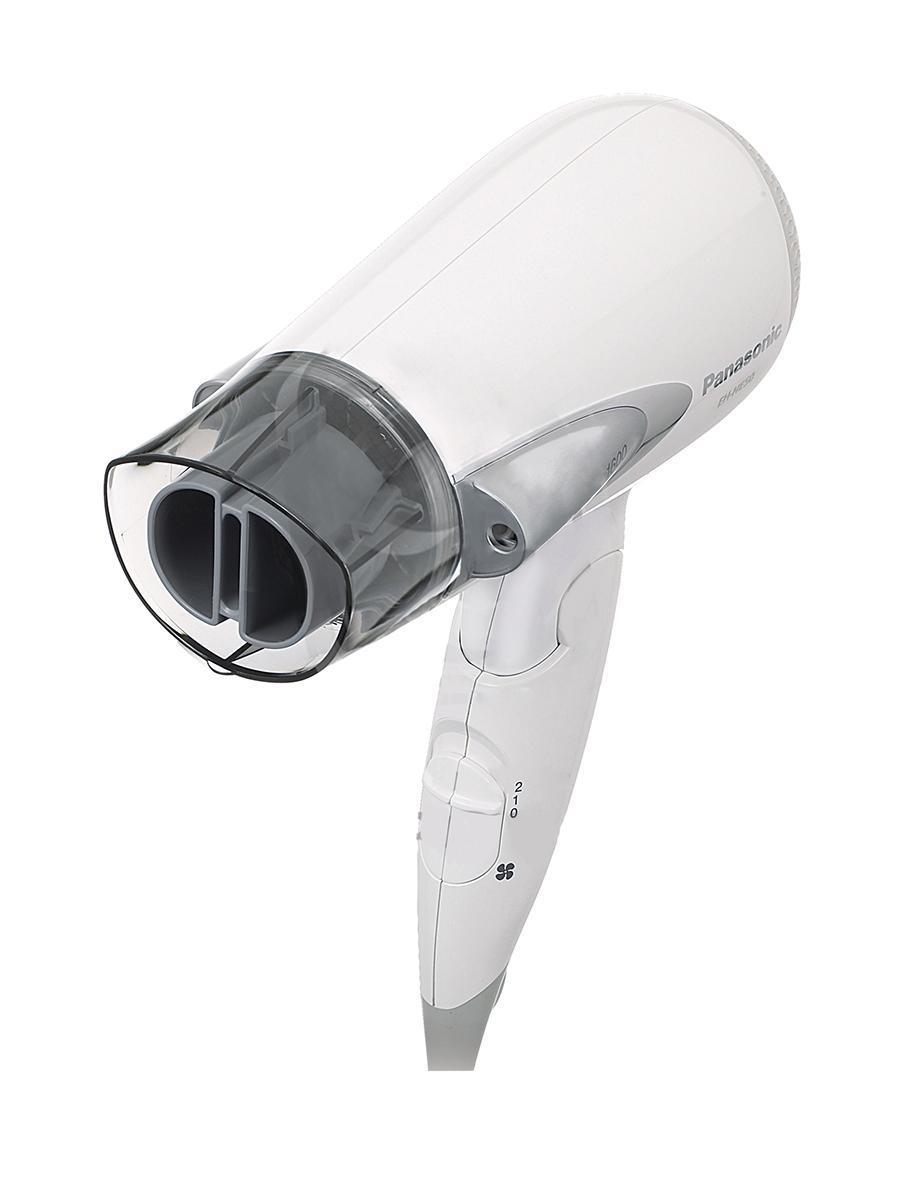 Panasonic EH NE50 S865 фенEH NE50 S865Уникальность ионизатора фена Panasonic EH NE50 S865 заключается в том, что он не является внутренним, как у большинства производителей, а расположен снаружи корпуса. В результате воздушный поток не пресекается с потоком ионных частиц, и отрицательно заряженные ионы попадают непосредственно на волосы, доставляя волосам в 4 раза больше молекул воды, чем ионы, подвергшиеся высокотемпературному воздействию воздушного потока. Благодаря этим особенностям, волосы сохраняют естественный баланс влаги и не пересушиваются. Использование насадки для быстрой и безопасной сушки волос позволяет равномерно просушить волосы на 20% быстрее, чем при использовании обычных насадок. Этот результат достигается за счет специального распределения вертикальных потоков воздуха - мощные и слабые потоки воздуха, чередуясь, легко разделяют волосы на пряди и равномерно просушивают их со всех сторон, исключая пересушивание.
