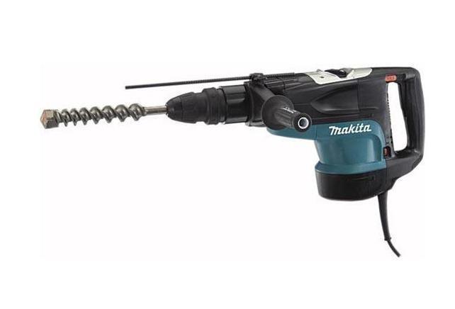 Makita HR5201C перфораторHR5201CИнструмент для разрушения В первую очередь перфоратор – это электроинструмент, предназначенный для пробивания отверстий в твердых материалах или крушения структуры материала за счет вращательных или поступательных воздействий ударного механизма перфоратора. Для получения необходимого результата инструмент должен обладать достаточной мощностью. Профессиональная сила Качественный перфоратор HR5201C – это воплощение высокой мощности, надежности и отличной эргономики от Makita. Оснащенный 1500-ваттным двигателем, Makita HR5201C на ура справится со стоящей впереди стеной или разнесет каменную брылу на пылинки. Современный патрон с SDS-системой позволяет производить замену рабочей оснастки одной рукой. Неоспоримая мощность Держа Makita HR5201C в руках, чувствуешь себя настоящим крушителем бетона. Неповторимый дизайн и удобство эксплуатации заставят вас навсегда забыть о других перфораторах. Обладая энергией удара до...