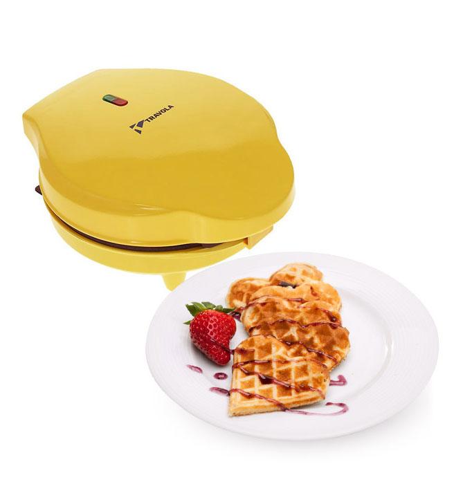 Travola SW227 вафельницаSW227Travola SW227 - компактная вафельница для повседневного использования. Добавляйте различные начинки. Делайте сладкие, острые, соленые вафли на завтрак или десерт! Вы можете приготовить одну большую вафлю или 5 маленьких в течение нескольких минут. Антипригарное покрытие идеально подходит для добавления разных начинок и позволит пользоваться прибором очень долго.