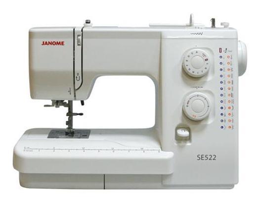 Janome SE 522 швейная машинаSE522Простая и удобная в эксплуатации швейная машина идеально подходит как для начинающих, так и для более опытных пользователей. Функция петля-автомат за один шаг позволит Вам быстро и качественно выполнить одинаковые петли. Машина работает с различными видами тканей. Встроенный нитевдеватель упростит и ускорит процесс вдевания нити в иглу. С регулятором длины и ширины стежка Вам удастся еще больше разнообразить свою работу.