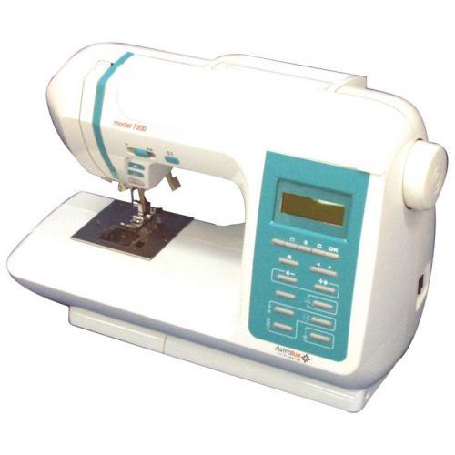 Astralux 7200 швейная машинка7200Швейная машина AstraLux 7200 – шикарная компьютеризированная модель от тайваньского производителя. Наличие встроенного микропроцессора значительно расширяет функции и возможности данного швейного устройства, в том числе давая возможность создавать собственные строчки. Петли формирует сама, в автоматическом режиме. Модель оснащена самым надежным и долговечным видом челнока – горизонтальным ротационным, расширяющим к тому же функциональность устройства. Дает возможность работать с огромным количеством строчек (276 штук). Строчки самые разные, для простых моделей и изделий с декоративными элементами. Можно шить трикотаж, пришивать резинку специальной эластичной строчкой, заниматься квилтингом, пэяворком, делать аппликации и даже вышивать буквы, причем четырех видов. Швейная машина AstraLux 7200 уже успела заслужить доверие и пользуется особой популярностью и любовью среди профессиональных швей и начинающих любительниц. Объясняется это легкостью...