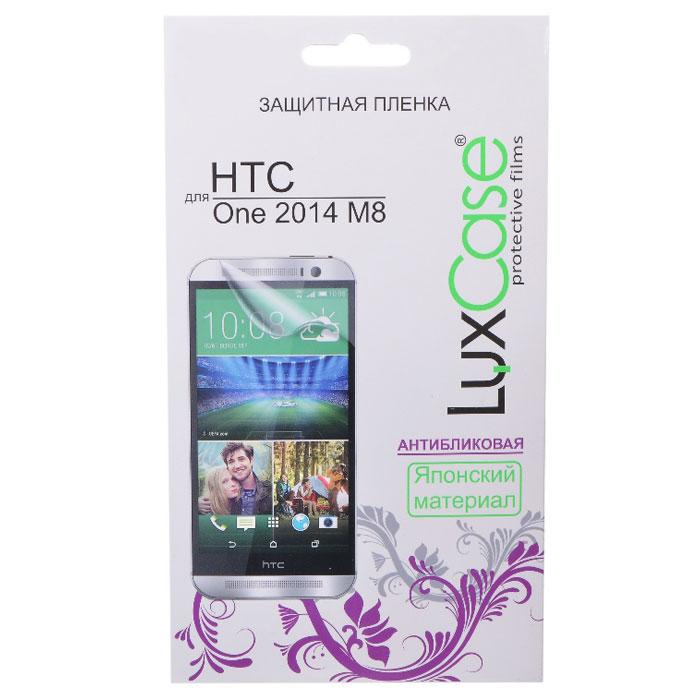 Luxcase защитная пленка для HTC One (M8), антибликовая80381Защитная пленка для HTC One (M8) (антибликовая или суперпрозрачная) имеет два защитных слоя, которые снимаются во время наклеивания. Данная защитная пленка подходит как для резистивных, так и для емкостных экранов, не снижает чувствительности на нажатие. На защитной пленке есть все технологические отверстия под камеру, кнопки и вырезы под особенности экрана. Благодаря использованию высококачественного японского материала пленка легко наклеивается, плотно прилегает, имеет высокую прозрачность и устойчивость к механическим воздействиям. Потребительские свойства и эргономика сенсорного экрана при этом не ухудшаются.