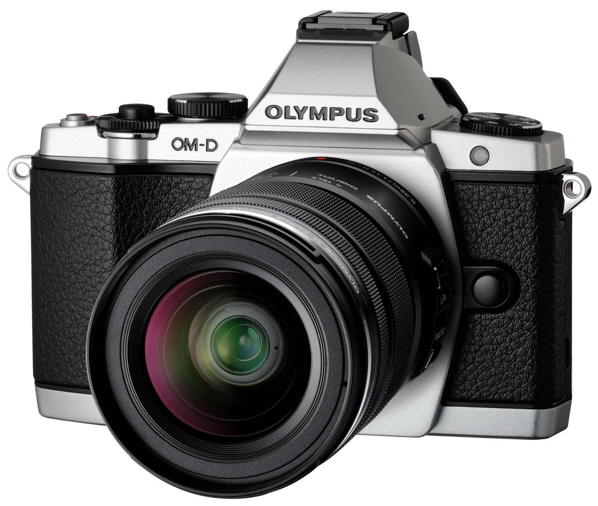 Olympus OM-D E-M5 Kit 12-50, Silver цифровая фотокамераV204045SE000Olympus OM-D E-M5 - уникальный сплав ностальгического дизайна и самых передовых технологий. Безусловно, одним из ключевых преимуществ этой камеры является потрясающий электронный видоискатель. В отличие от оптического видоискателя, он позволяет не только кадрировать снимок, но и контролировать в реальном времени яркость, баланс белого, увеличение и соотношение сторон. Основную работу по обеспечению высочайшего качества снимков выполняют новый 16-мегапиксельный КМОП-сенсор и графический процессор TruePic VI. Именно благодаря им вы получаете потрясающие снимки с высокой детализацией, низким уровнем шума, широким динамическим диапазоном и натуральной цветопередачей. Добавьте сюда самый быстрый в мире автофокус и вы получите камеру, которая делает получение отличных снимков простым как никогда. Если вы ищете камеру с быстрым автофокусом, то ваши поиски окончены. Е-М5 фокусируется быстрее любой камеры со сменным объективом, включая зеркальные. Если этого вам не ...