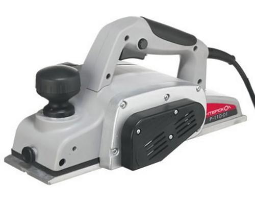 Электрорубанок Интерскол Р-110/1100МР-110/1100МРубанок Интерскол Р-110/1100М - это универсальный рубанок, который отлично подойдет профессионалам, а также будет полезен в быту. Предусмотрена возможность плавно регулировать толщину снимаемой стружки и блокировка инструмента от случайного включения. Другими его достоинствами можно назвать ножи из быстрорежущей стали и фрезу, вращающуюся с высокой скоростью, что обеспечивает надлежащую обработку поверхностей деталей. Данная модель представляет собой стационарный рубанок с традиционными ножами из высоколегированной стали с возможностью многократной заточки. Основной особенностью этого рубанка является увеличенная по сравнению с другими моделями ширина строгания (110 мм), что очень удобно при работе с крупными деталями, а при работе с деталями толщиной менее 110 мм поможет контролировать качество краев обрабатываемой поверхности. Рубанок Интерскол Р-110/1100М хорошо сбалансирован, оснащен прочными литыми деталями и длинной базой. Для более комфортной работы он оборудован...