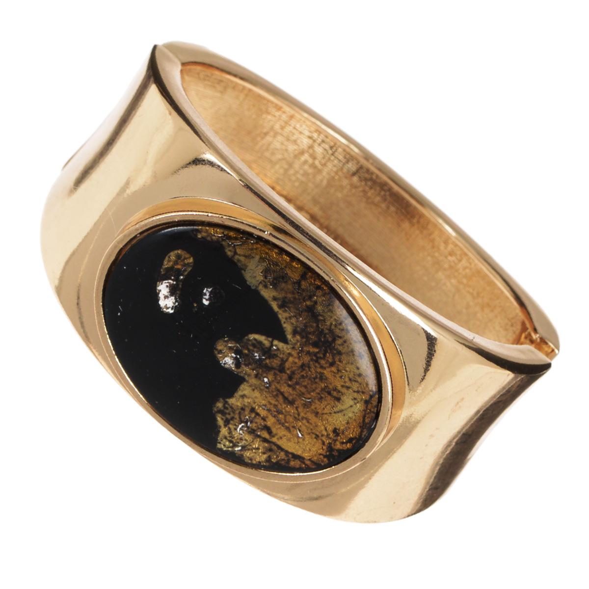 Браслет AtStyle247, цвет: золотой. T-B-8548-BRAC-GOLD.BLACKT-B-8548-BRAC-GOLD.BLACKШикарный женский браслет AtStyle247 изготовлен из металла золотого цвета. Модель оформлена посередине крупной вставкой из пластика, стилизованной под камень. Браслет застегивается при помощи шарнирного замка. Прочный каркас изделия защищает его от различных механических повреждений. Это роскошное украшение подчеркнет ваш отменный вкус и эффектно дополнит модный образ.