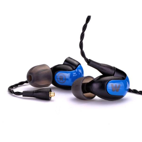 Westone W30 наушники15116862Westone W30 – арматурные наушники серии W, новое поколение легендарных Westone 4R. W30 – это арматурные наушники с тремя драйверами на канал, раздельно передающими низкие, средние и высокие частоты. Такая конструкция обеспечивает звук профессионального уровня с потрясающей детализацией и натуралистичностью звукопередачи. А фирменная технология True-Fit гарантирует отличную эргономику и высокий комфорт эксплуатации. Westone W30 используют конструкцию со съёмным шнуром; в комплекте идут два шнура: плетёный (для прослушивания музыки) и прямой с пультом управления и микрофоном (для использования наушников в качестве гарнитуры).