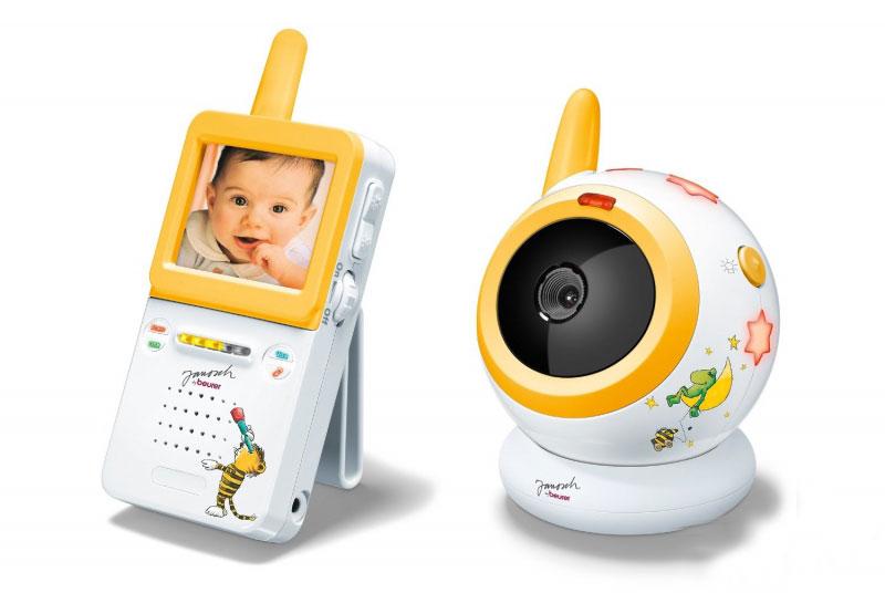 Видеоняня Beurer JBY100JBY100С видеоняней Beurer JBY 100 вы сможете спокойно заниматься домашними делами в то время, когда ребенок спит. Она обладает видеонаблюдением и системой ночного инфракрасного видения. 5 ступеней настройки позволят сделать изображение ярче или темнее. У этой видеоняни есть 3 мелодии колыбельных и ночник для малыша. Цифровая связь обеспечивает бесперебойный сигнал, при этом дальность действия составляет 150 м.