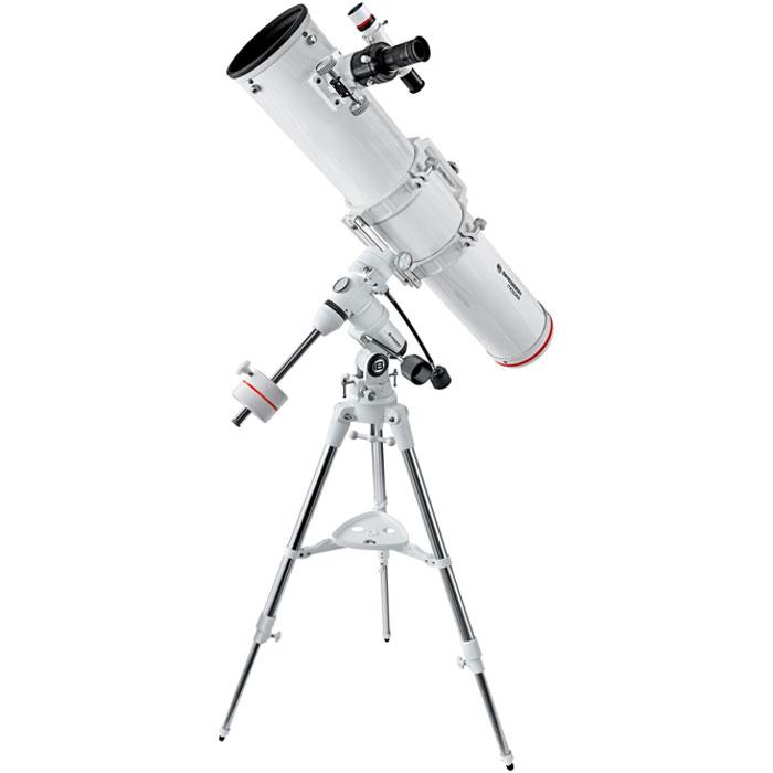 Bresser Messier NT-130/1000 (EXOS-1) телескоп64642Bresser Messier NT-130/1000 (EXOS-1) - это классический рефлектор Ньютона, идеально подходящий для наблюдения объектов Солнечной системы и дальнего космоса. Благодаря большой апертуре – 130 мм – телескоп собирает большое количество света, а зеркальная конструкция позволяет получить чистое и четкое изображение без хроматических аберраций. С помощью этого телескопа можно увидеть такие объекты дальнего космоса, как, например, двойная звезда Альбирео в созвездии Лебедя или Эпсилон Лиры. Для удобной транспортировки трубы крепежные кольца оснащены ручкой, на которой имеется крепление для камеры, что позволяет использовать телескоп для съемки звездного неба. Кроме того, телескоп подходит для астрофотографии: в комплект входит T2-адаптер для установки камеры (необходимо использовать дополнительное T2-кольцо). Для точного наведения на объект используется оптический искатель. Утяжеленная экваториальная монтировка EXOS-1 позволяет точно вести объекты по небосклону. Для...