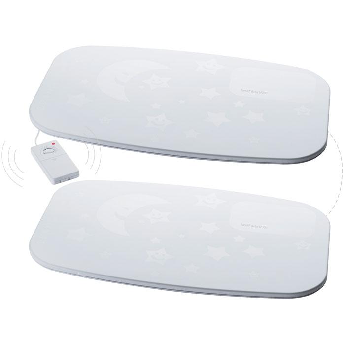 Комплект из двух мониторов дыхания Ramili Baby SP200100SP200100Комплект из двух мониторов дыхания Ramili Baby SP100 и SP200, благодаря чему увеличена площадь покрытия датчиков. Монитор дыхания представляет из себя сенсорный коврик, который улавливает движения ребенка, в том числе и очень слабые движения, которые производятся в процессе дыхания. Сигнал передается радионяне Ramili Baby. Если сигнал не передан в течение 20 секунд, радионяня подает предупреждение. Для работы требуется радионяня, поддерживающая работу монитора дыхания серии SP. Монитор дыхания абсолютно безопасен для ребенка, поскольку не требует подключения к розетке, а к детскому блоку радионяни Ramili монитор дыхания подключает с помощью беспроводного соединения. Продолжительность непрерывной работы монитора дыхания от обычных батареек составляет около семи дней (зависит от используемых элементов питания).