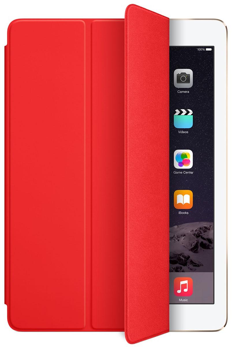 Apple Smart Cover чехол для iPad Air, RedMGTP2ZM/AЛёгкая и прочная обложка Apple iPad Smart Cover полностью обновлена, чтобы соответствовать дизайну iPad Air. Она защищает дисплей планшета, не закрывая заднюю часть алюминиевого корпуса. Обложка изготовлена из мягкого прочного полиуретана и доступна в нескольких ярких цветах. А её мягкая подкладка из микрофибры того же цвета помогает поддерживать экран в чистоте. Крепление обложки идеально прилегает к корпусу планшета, а магниты надёжно удерживают её. При открытии чехла-обложки iPad Air автоматически выходит из режима сна, а при закрытии моментально возвращается в режим сна. Обложка Smart Cover может служить подставкой для набора текста. Сложите её, чтобы установить iPad Air с удобным наклоном. Продуманная конструкция обложки Smart Cover также позволяет сложить её и превратить в идеальную подставку для общения в FaceTime и просмотра фильмов.