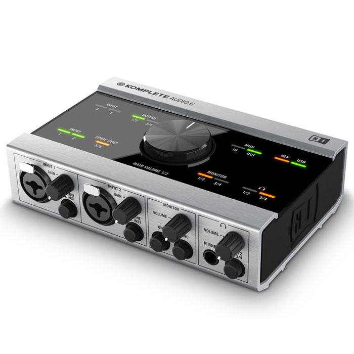 Native Instruments Komplete Audio 6 аудиоинтерфейсKomplete Audio 6Native Instruments Komplete Audio 6 содержит в себе все необходимое для записи, воспроизведения и исполнения музыки. В сравнительно небольшом прочном металлическом корпусе есть четыре аналоговых входа/выхода, цифровой вход/выход. Два микрофонных входа снабжены предусилителями высокой производительности, а преобразователь Cirrus Logic гарантирует на выходе идеально прозрачный и чистый звук. В комплектацию KOMPLETE AUDIO 6 входит более 1000 эффектов и звуков, а также программное обеспечения для записи, упорядочивания и диджеига. Новые микросхемы обеспечивают идеальную передачу сигнала, а встроенная опция контроля гарантирует запись без задержек в независимости от инструментов, с которыми вы работаете.