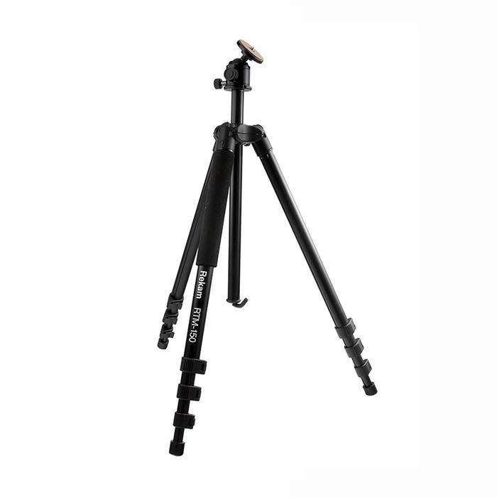 Rekam RTM-150 штативRT-M150Rekam RTM-150 многофункциональный штатив, который можно использовать как монопод. Голова и одна из ног штатива - съемные. Отсоединив от штатива ногу и установив на нее голову, вы получаете отличный монопод с мягкой муфтой и максимальной высотой 1360мм. Угол наклона шаровой «головы» меняется, при помощи всего одного зажима. Установив прямой угол ноги, съемку можно проводить со склона горы, и в положении лежа. Переворачиваемая центральная штанга дает возможность снимать в режиме макросъемки. Многослойное, матовое покрытие штатива черного цвета позволяет избавиться от нежелательных бликов и рефлексов. Штатив изготовлен из легких композитных материалов, преимущества которых вы обязательно оцените, взяв штатив в путешествие. В комплект входит удобная сумка-чехол с ремнем через плечо, для хранения и переноски штатива.