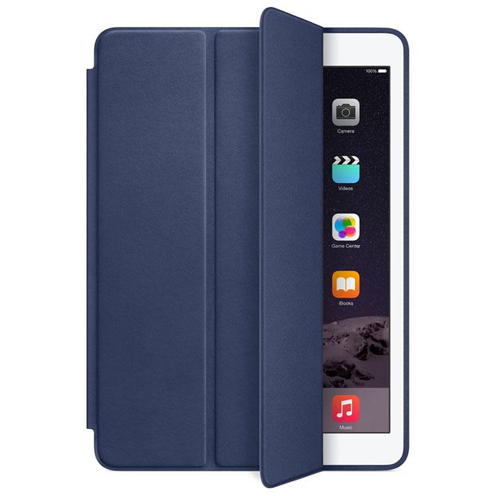 Apple Smart Case чехол для iPad Air 2, BlueMGTT2ZM/AЧехол Smart Case для iPad Air 2 защищает дисплей и заднюю сторону — при этом iPad Air 2 остаётся таким же тонким и лёгким. Чехол изготовлен из великолепной анилиновой кожи. Его мягкая подкладка из микрофибры помогает поддерживать экран в чистоте. Продуманная конструкция чехла позволяет сложить его и превратить в идеальную подставку для общения в FaceTime и просмотра фильмов. Чехол Smart Case также может служить подставкой для набора текста. Сложите чехол, чтобы установить iPad Air 2 с удобным наклоном.