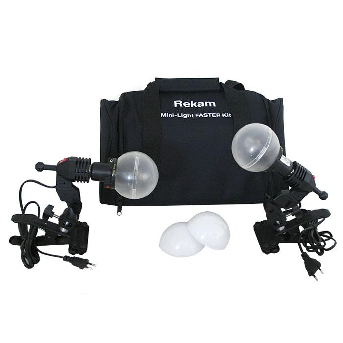 Rekam Mini-Light Faster комплект ламп-вспышек60-3RCL2Комплект Mini-Light Faster может применяться для съемки небольших предметов, бюстовых портретов, фото на документы и «виньетки», любительской съемки. Комплект можно использовать в качестве учебного пособия для фотографов, начинающих работать с импульсным светом. Для крепления ламп-вспышек в комплекте Mini-Light Faster используются «клипсы» с закрепленными на них патронами E-27. Патроны оснащены крепежными узлами для установки фото зонтов с диаметром «ножки» не более 9 мм. В качестве рассеивателей, в данный комплект выходят 2 матовых полупрозрачных диффузора, обеспечивающих ровную, почти «белую» засветку объекта съемки. Синхронизация с зеркальными и беззеркальными камерами осуществляется при помощи включенного в поставку синхрокабеля, или по «световому потоку». Есть возможность синхронизировать моноблоки с любительскими фотокамерами по 2 и 3 импульсам.