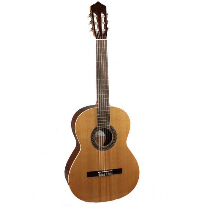 Perez 610 Cedar акустическая гитара610 CedarКлассическая испанская гитара Perez 610 Cedar. Верхняя дека классической гитары - это один из самых важных компонентов формирования звука инструмента. Для глубокого, насыщенного обертонами звука дека должна быть изготовлена из цельной древесины (массива). Поэтому даже начальные серии гитар Perez обязательно имеют деку из массива. Кедр (наряду с елью) это традиционная древесина для изготовления качественных профессиональных инструментов. Кедр обладает мягким, глубоким звуком с огромным богатством обертонов. Корпус из красного дерева это также признак качественного инструмента. Колковый механизм покрыт защитным никелевым покрытием. Эта гитара отлично подойдет для занятий в музыкальной школе и музыкальном училище, а также для игры дома.