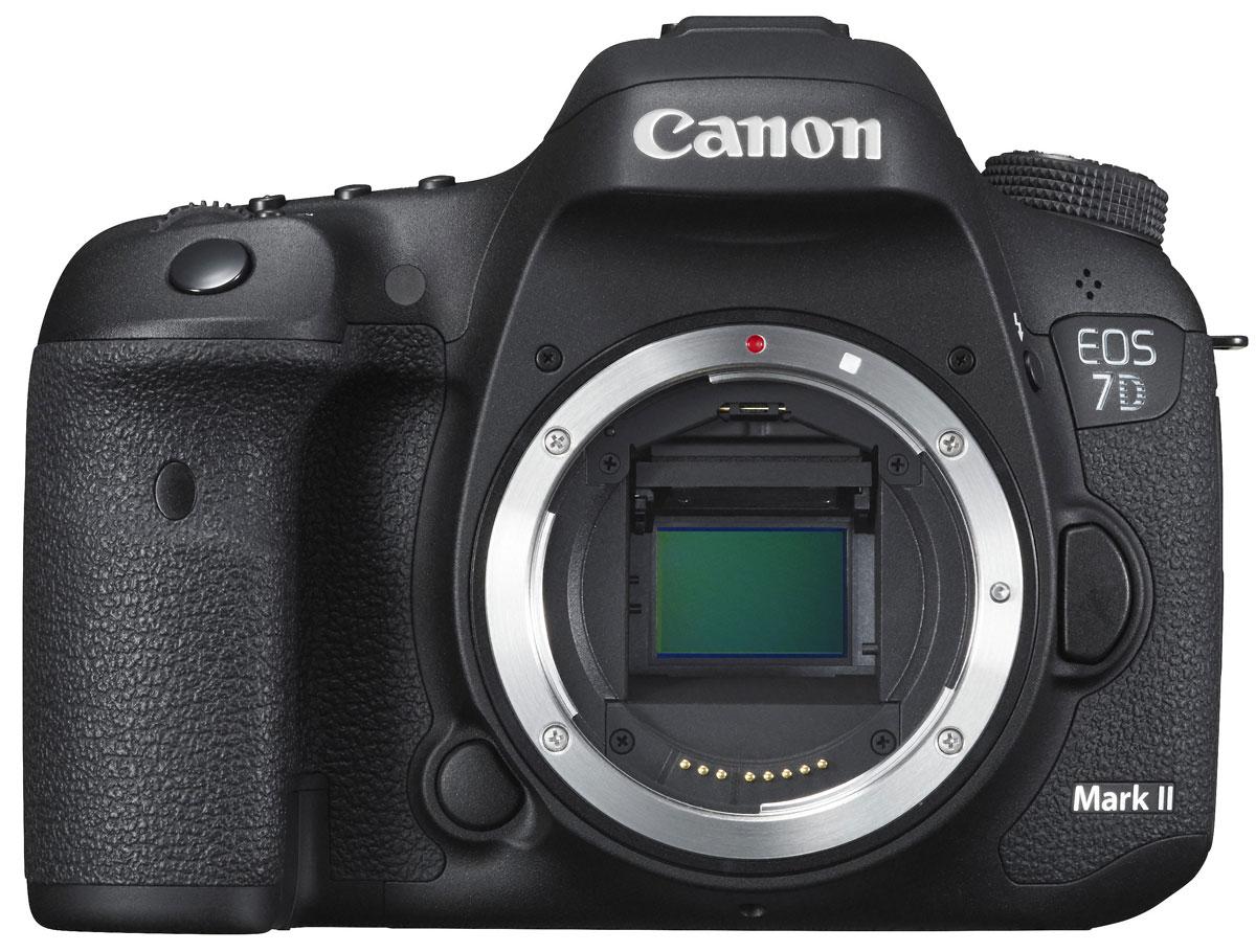 Canon EOS 7D Mark II Body цифровая зеркальная фотокамера9128B004Canon EOS 7D Mark II - зеркальная фотокамера, которая позволит вам запечатлеть мгновения, которые ускользают от других фотографов. Снимайте серии изображений со скоростью до 10 кадров в секунду, с полным автофокусом и автоматической установкой экспозиции. Быстрая обработка изображений позволяет запечатлеть момент, которого вы так долго ждали, а большой буфер памяти позволяет снимать без потери производительности. Для обеспечения высокой производительности в камере 7D Mark II используются два процессора изображений DIGIC 6. Минимальное время задержки при съемке позволяет запечатлеть кадр в нужный момент. Данная модель имеет 65 точек фокусировки. Все точки фокусировки имеют «крестовый» тип. Это означает, что они могут быстро и точно фокусироваться как по горизонтальным, так и по вертикальным линиям. Камера 7D Mark II может выполнять фокусировку даже при лунном свете, когда уровень освещенности составляет всего -3 EV. Используйте все 65 точек фокусировки или...