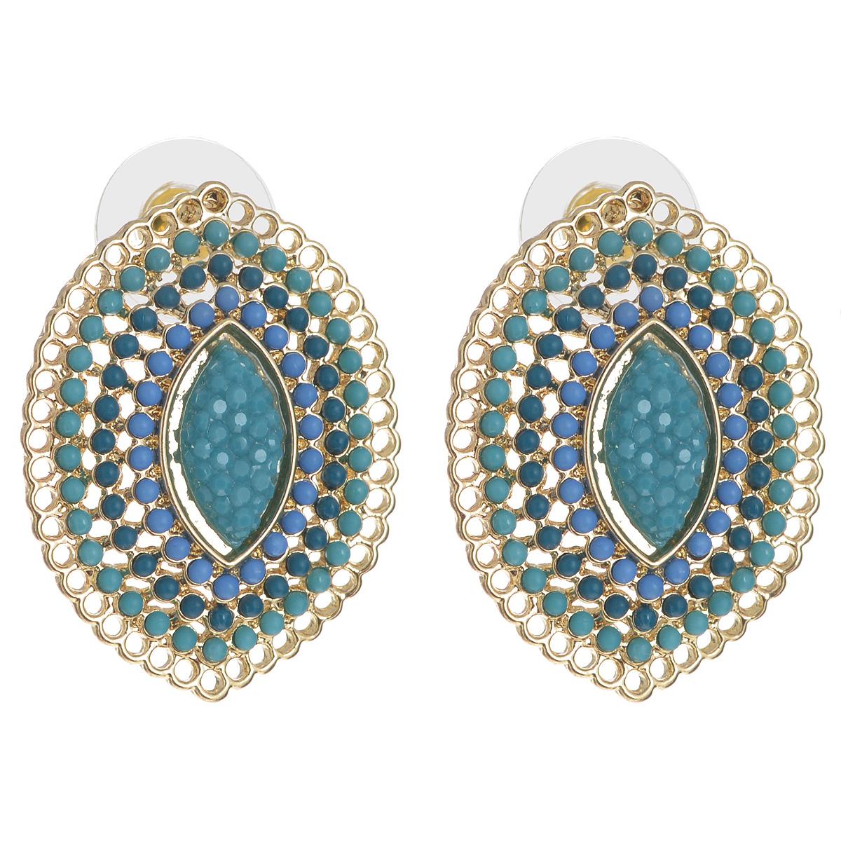 Серьги AtStyle247, цвет: зеленый, золотой, голубой. T-B-8370-EARR-GL.TURQT-B-8370-EARR-GL.TURQСтильные серьги AtStyle247 изготовлены из металлического сплава (медь, цинк, железо) золотистого цвета. Модель оформлена множеством бусин зеленого и голубого цветов, а также крупным декоративным элементом из пластика посередине. Серьги застегиваются на замок-гвоздик и дополнительно на пластиковые заглушки. Это украшение позволит вам с легкостью воплотить самую смелую фантазию и создать собственный неповторимый образ. Красивые и необычные серьги блестяще подчеркнут ваш изысканный вкус и помогут внести разнообразие в привычный образ.