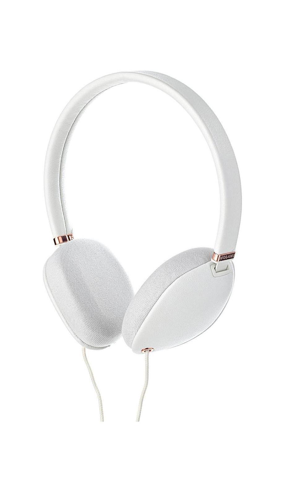 Molami Plica, White Copper наушники с функцией гарнитурыPlica WhiteMolami Plica - качественные накладные наушники с классическим оголовьем для вашего устройства, надежно прижимающим динамики к ушам и распределяющим нагрузку по всей голове. Удобная посадка обеспечивает долгое, комфортное ношение. Внушительных размеров динамики передают чистый звук с выразительными низами и звонкими верхами. Встроенный микрофон позволяет общаться без использования рук, а его высокая чувствительность делает вашу речь хорошо разборчивой на другом конце провода. Molami Plica отлично подходят как для общения, так и для прослушивания музыки, радио, просмотра видеороликов и фильмов.