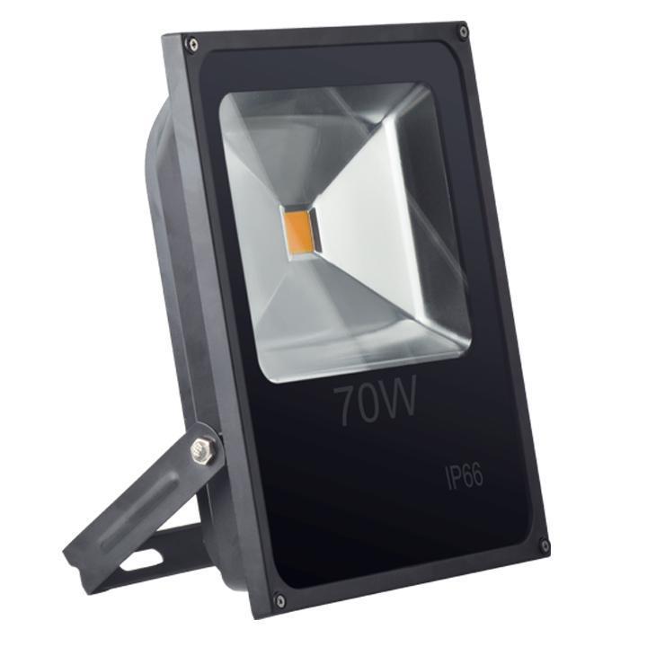 Прожектор светодиодный Elektrostandard SLFL LED 70W 4200K IP66a031665Мощность: 70 Вт Питание: 110 – 250 В / 50 Гц Световой поток: 8000 лм Cвет: теплый белый 4200 К Срок службы светодиодов: 100 000 ч Источник света: светодиод COB Epistar Температурный режим: –20° ... +50° С Степень пылевлагозащищенности: IР66 Размер: 285 x 335 x 70 мм Гарантия: 2 года