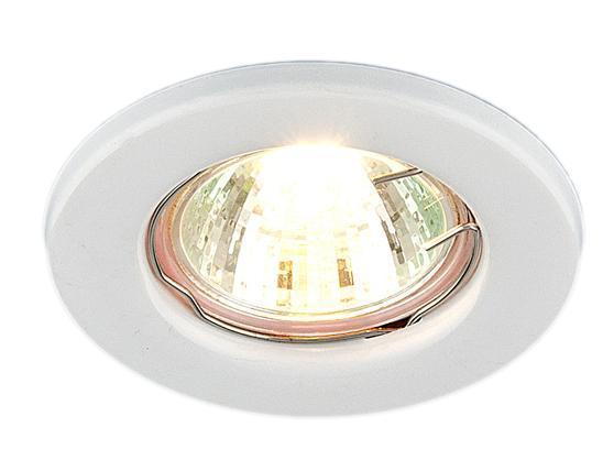 Точечный светильник Elektrostandard 9210 WH (белый)a030075Точечные светильники Elektrostandard могут использоваться в любых помещениях - спальня, кухня, ванная, в торговых и производственных помещениях. Точечные светильники подходят для натяжных, подвесных и реечных потолков. Благодаря особой технологии нанесения красителя и гальваники, светильники могут быть использованы в помещениях с повышенной влажностью, например в ванной. Лампа: MR16 G5.3 max 50 Вт (в комплект не входит) Диаметр: O 81 мм Высота внутренней части: ^ 28 мм Высота внешней части: v 5 мм Монтажное отверстие: O 55 мм Гарантия: 2 года