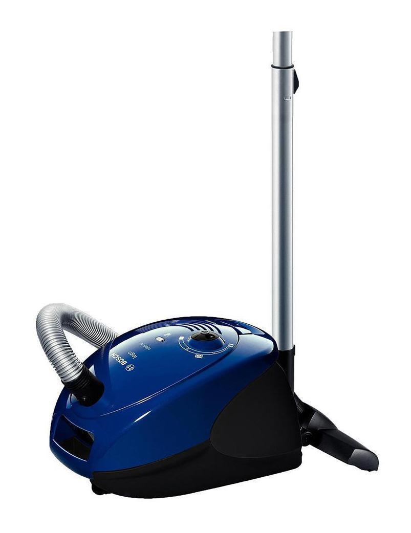 Bosch BSG-61800RU пылесос61800 RUКрасивый и долговечный с цветом корпуса синего металлика бытовой пылесос BOSCH BSG61800RU - это надежный помощник в проведении сухой уборки в жилых помещениях. Питается он от домашней электрической сети, а его шестиметровый сетевой шнур обеспечивает радиус действия, достаточный для уборки комнаты любой площади. В данной модели применяется пылесборник мешкового типа с объемом, равным четырем литрам. О его наполнении пользователя известит соответствующий индикатор. Фильтрация воздуха в пылесосе BOSCH BSG61800RU осуществляется системой Air Clean II и фильтром тонкой очистки, задерживающими даже мельчайшие пылинки и микроорганизмы. В результате воздух чистым возвращается в жилое помещение, где проводится сухая уборка данным прибором. Всасывающая мощность этой модели составляет 300 Вт и регулируется с помощью встроенного в корпус механического переключателя. В процессе уборки производится шум не более 68 дБ.