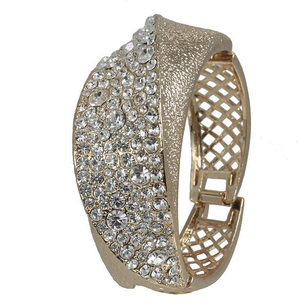 Браслет Selena Brilliance, цвет: золотой. 4003256040032560Стильный браслет Selena Brilliance выполнен из металла с гальваническим золотистым покрытием и декорирован стразами Swarovski. Бралет оригинальной формы имеет удобную застежку. Brilliance - это россыпь страз и кристаллов, английские замки, высочайшее качество гальванического покрытия драгоценными металлами.