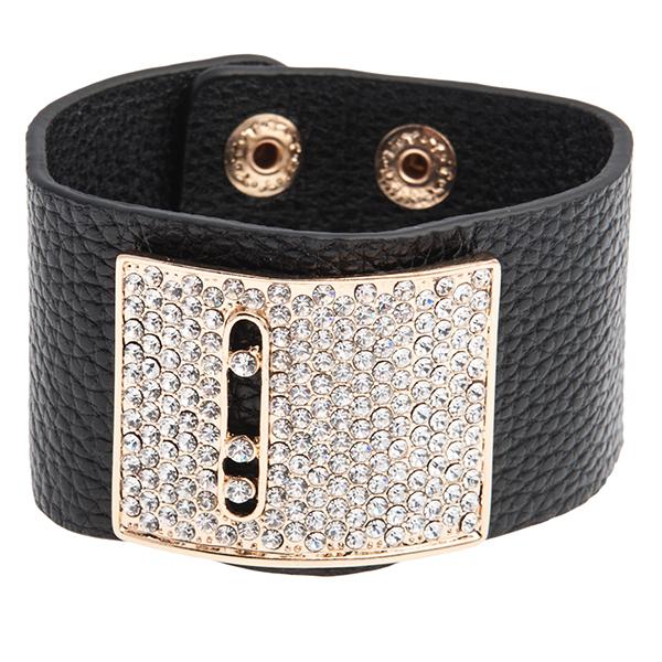 Браслет Selena Street Fashion, цвет: черный. 4004842040048420Стильный браслет Street Fashion выполнен из натуральной кожи и украшен декоративной пряжкой со стразами Swarovski. Браслет застегивается на две металлические кнопки. Коллекция Street Fashion – бижутерия, которая, как и весь уличный стиль, не обязывает к соответствию строгим стандартам, а позволяет легко и немного играючи выстроить свой образ.