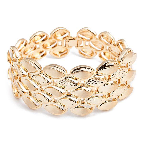 Браслет Selena Medea, цвет: золотой. 4005197040051970Стильный браслет Selena Medea выполнен из металла с гальваническим золотистым покрытием. Такой шикарный браслет позволит вам с легкостью воплотить самую смелую фантазию и создать собственный, неповторимый образ. Украшения Medea – это стильная и лаконичная классика, изделия, которые выглядят как дорогие дизайнерские ювелирные украшения.